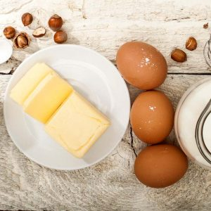 Яйца, сметана и масло